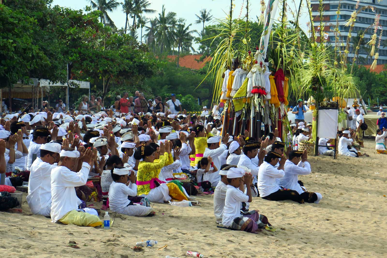 Melasti tseremoonia Bali rannal