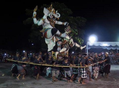 Bali vaimude paraad Nyepi